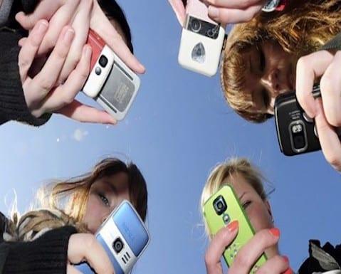 jovenes-adictos-nuevas-tecnologias1-550x314