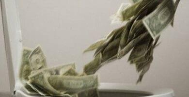 dinero al retrete